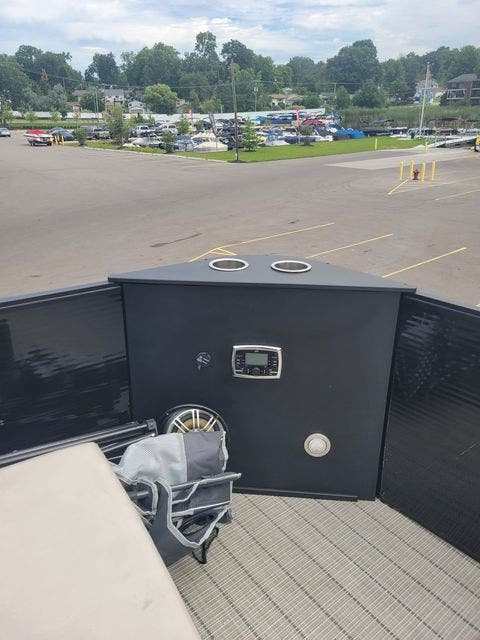 2017 Harris boat for sale, model of the boat is 260 SOLSTICE & Image # 6 of 20