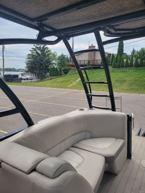 2017 Harris boat for sale, model of the boat is 260 SOLSTICE & Image # 7 of 20