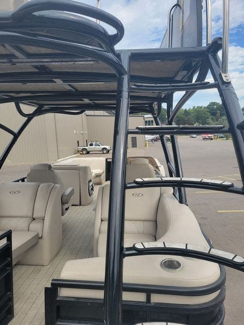 2017 Harris boat for sale, model of the boat is 260 SOLSTICE & Image # 11 of 20