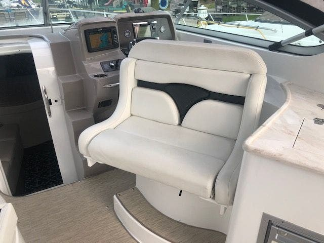 2017 Rinker boat for sale, model of the boat is 320EX & Image # 18 of 49
