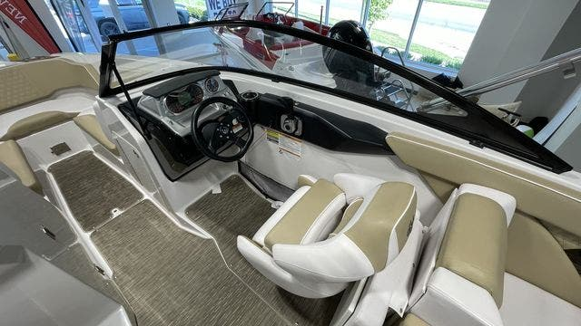 2017 Scarab boat for sale, model of the boat is 255PLATINUMSE & Image # 5 of 10