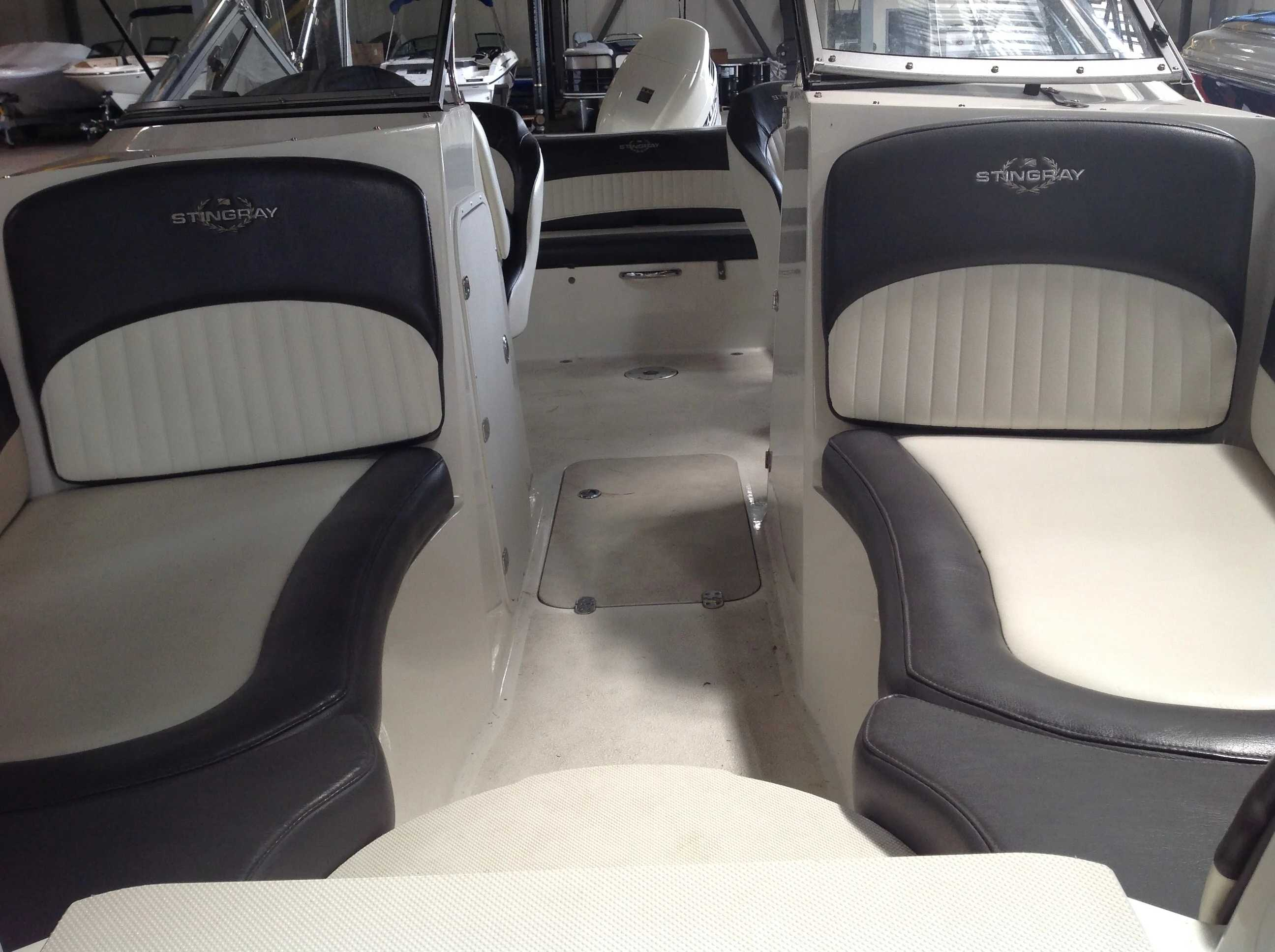 2017 Stingray boat for sale, model of the boat is 214LR & Image # 4 of 15