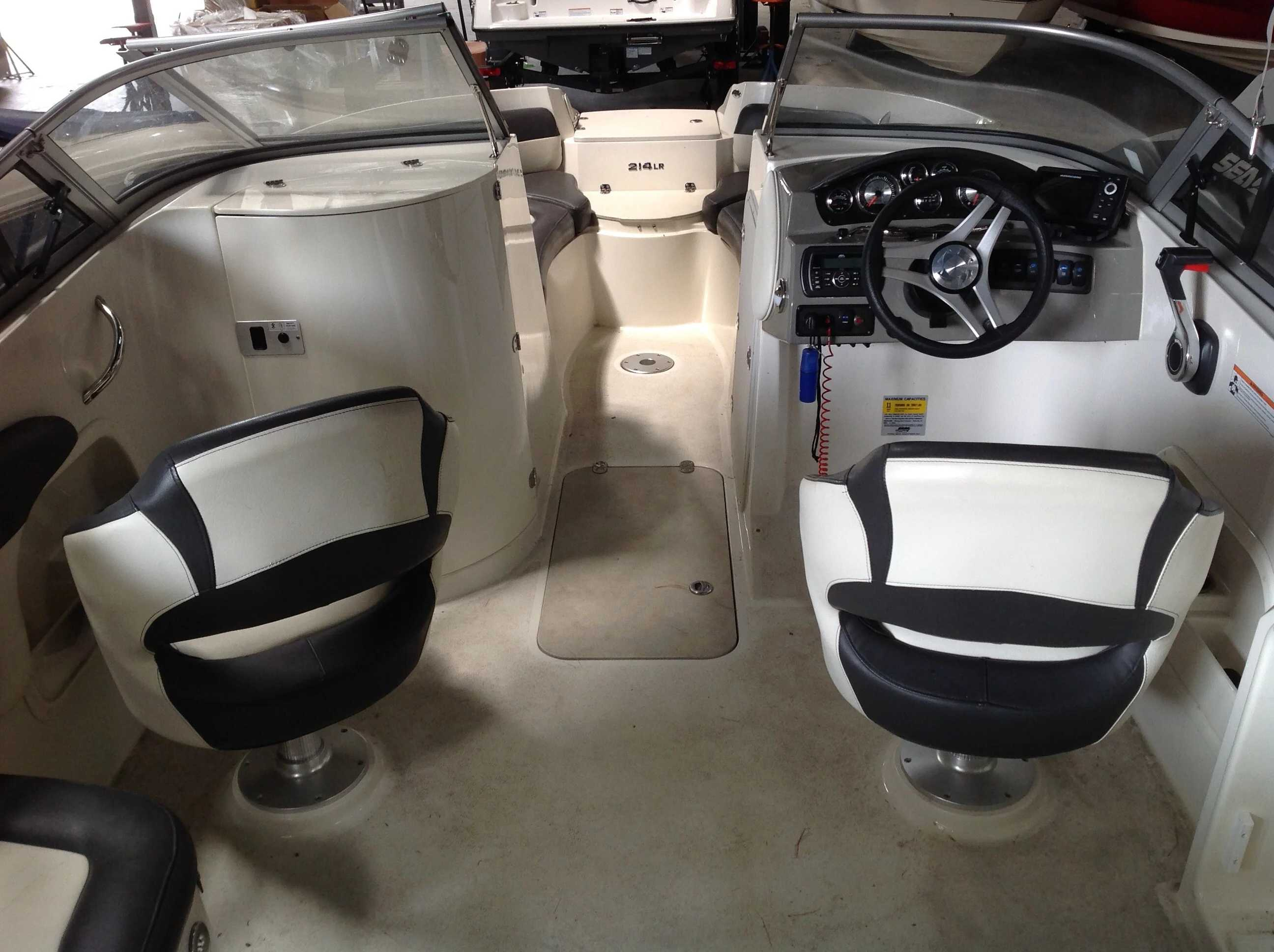 2017 Stingray boat for sale, model of the boat is 214LR & Image # 14 of 15