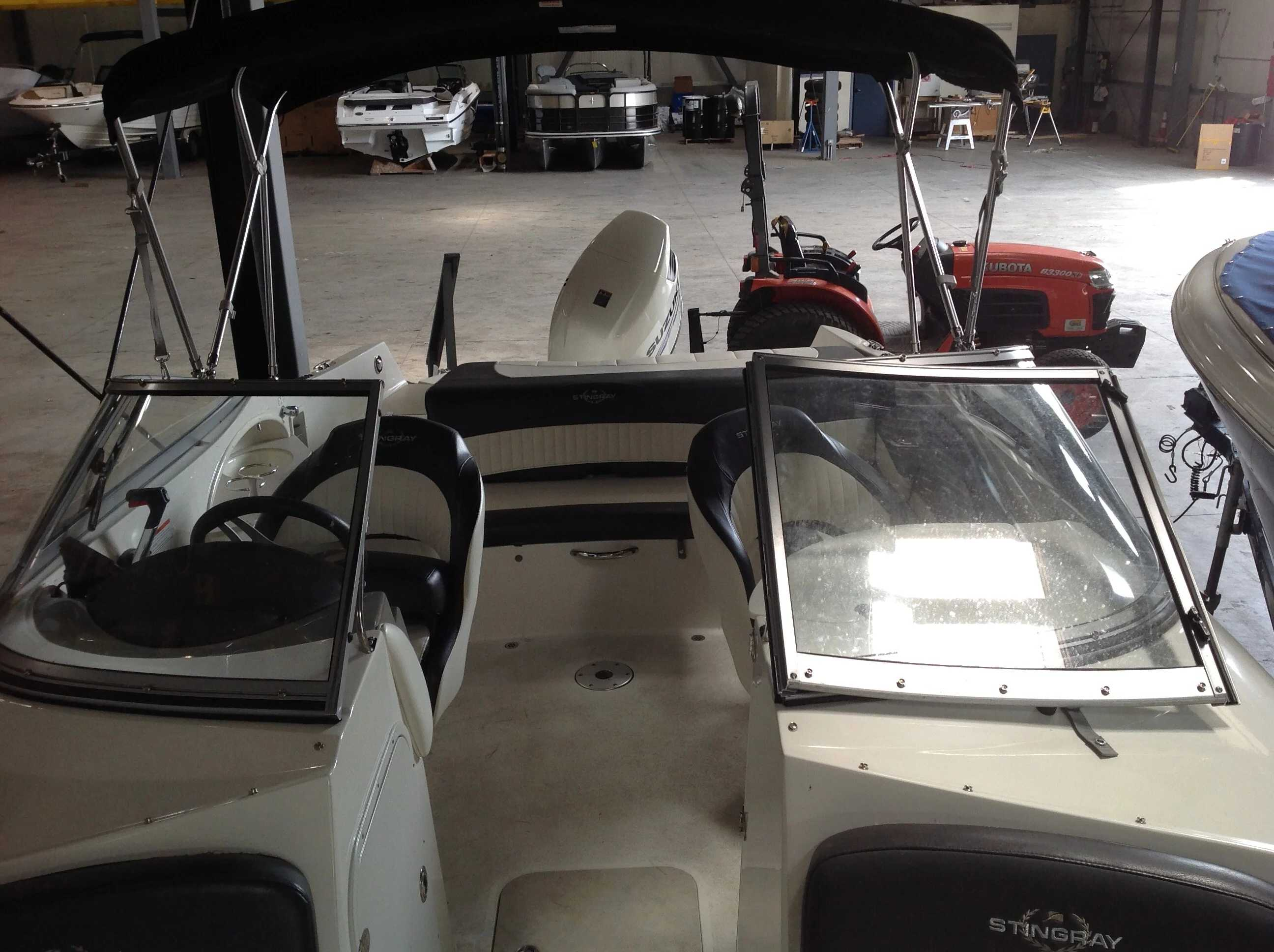 2017 Stingray boat for sale, model of the boat is 214LR & Image # 6 of 15