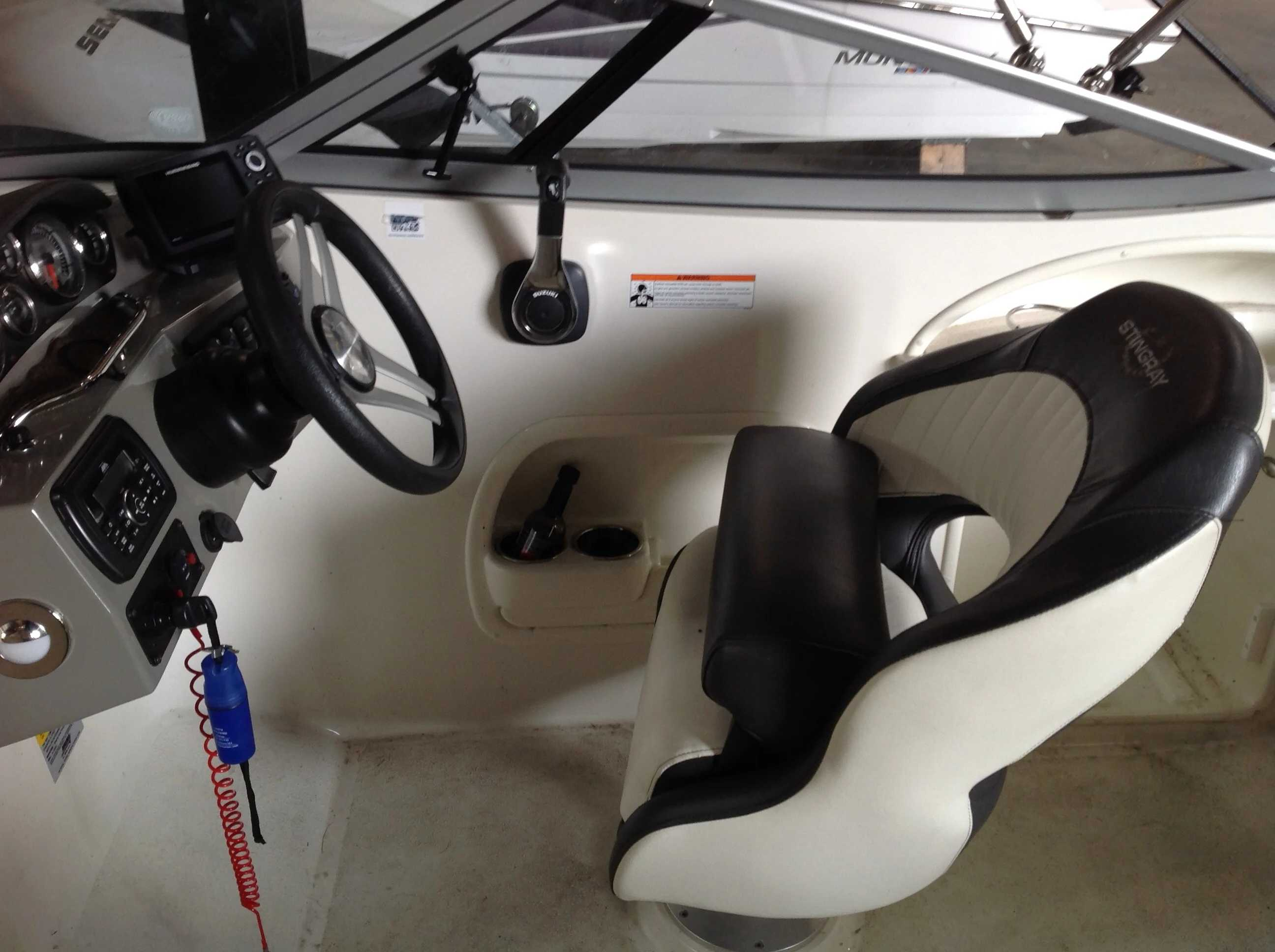 2017 Stingray boat for sale, model of the boat is 214LR & Image # 7 of 15