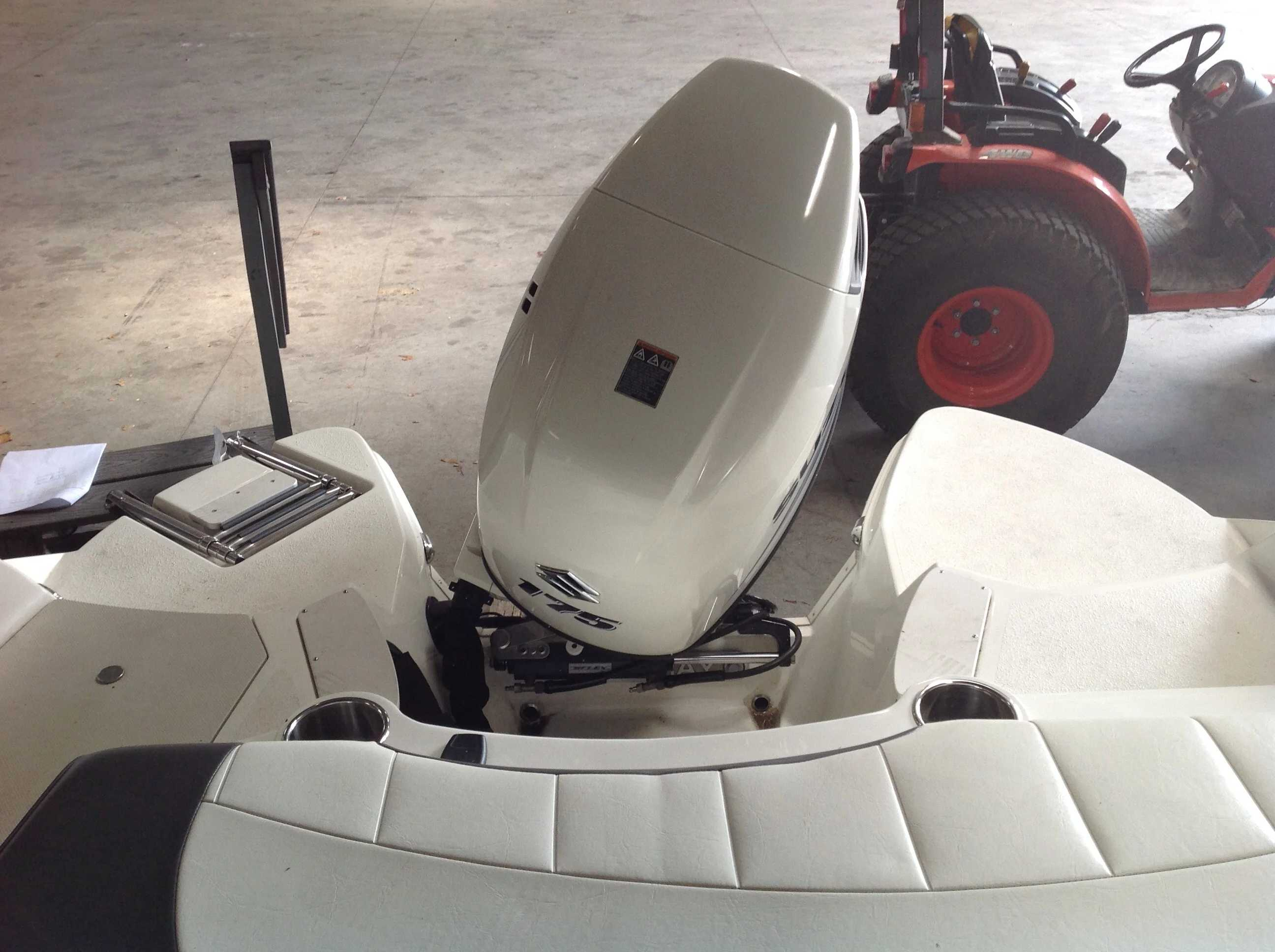 2017 Stingray boat for sale, model of the boat is 214LR & Image # 15 of 15