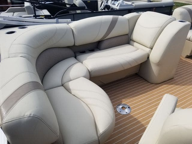 2017 Sylvan boat for sale, model of the boat is 8522 MIRAGE CNF & Image # 7 of 16