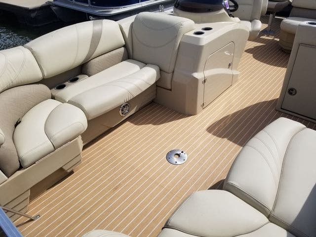 2017 Sylvan boat for sale, model of the boat is 8522 MIRAGE CNF & Image # 9 of 16