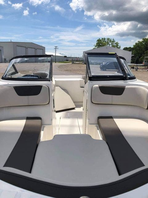 2018 Bayliner boat for sale, model of the boat is VR4 & Image # 3 of 5