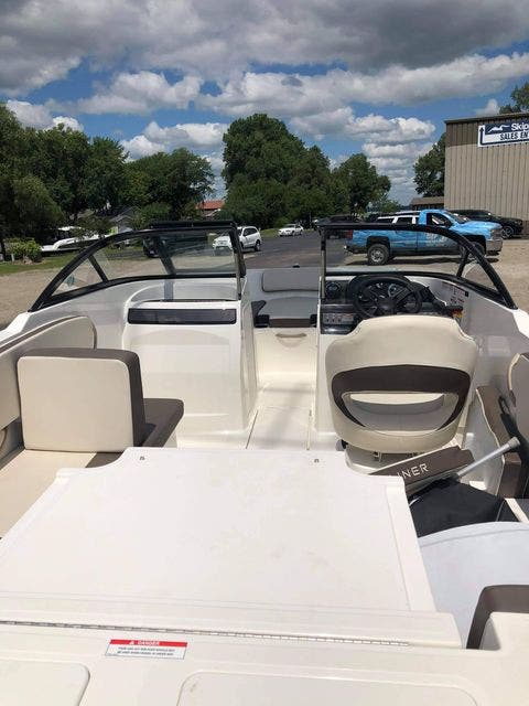 2018 Bayliner boat for sale, model of the boat is VR4 & Image # 4 of 5