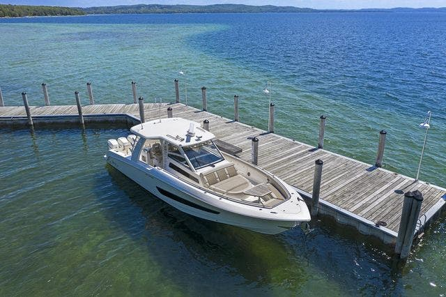2018 Boston Whaler boat for sale, model of the boat is 420 OUTRAGE & Image # 3 of 40