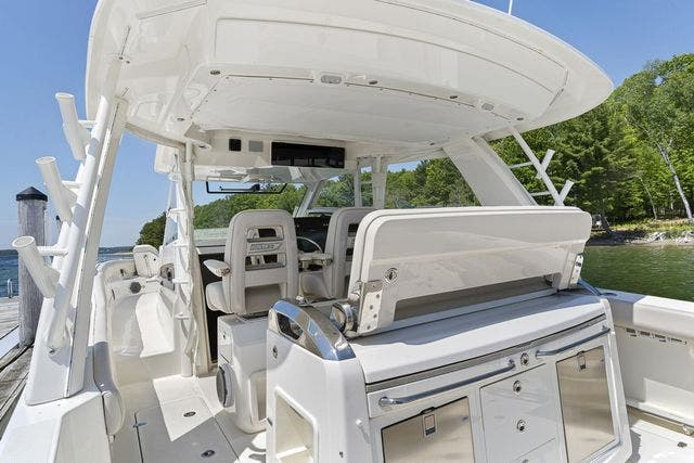 2018 Boston Whaler boat for sale, model of the boat is 420 OUTRAGE & Image # 15 of 40