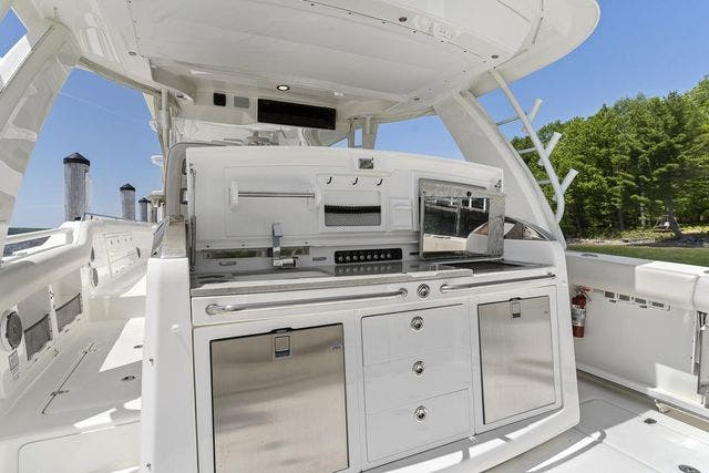 2018 Boston Whaler boat for sale, model of the boat is 420 OUTRAGE & Image # 17 of 40