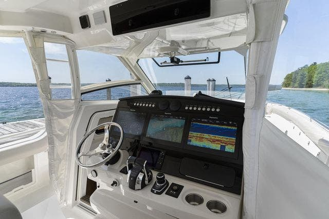 2018 Boston Whaler boat for sale, model of the boat is 420 OUTRAGE & Image # 29 of 40