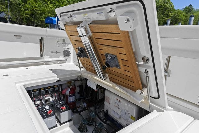2018 Boston Whaler boat for sale, model of the boat is 420 OUTRAGE & Image # 39 of 40