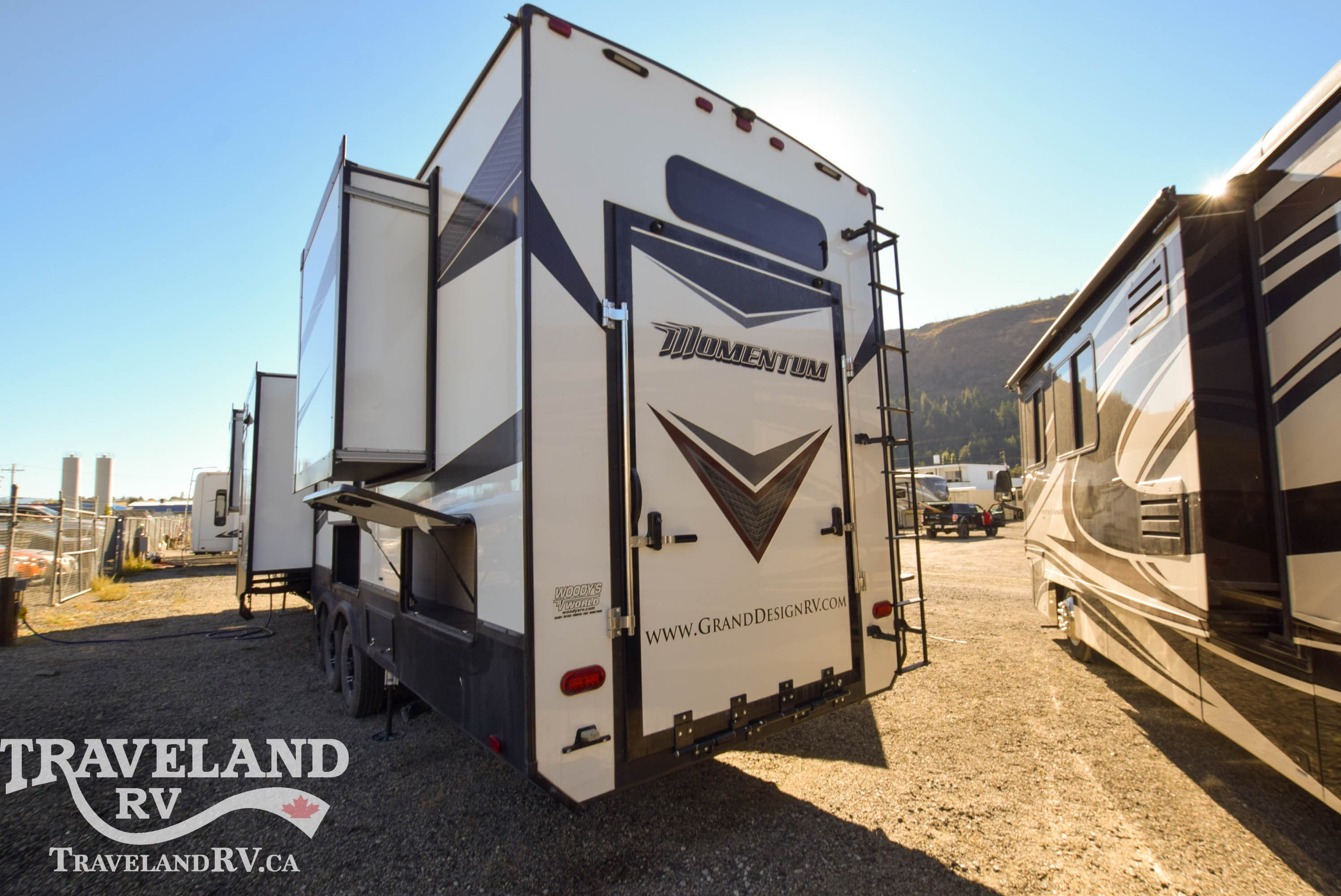 2018 Grand Design Momentum 376TH Thumbnail