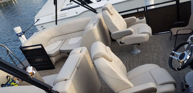 2018 Harris boat for sale, model of the boat is 240 SOLSTICE & Image # 4 of 6