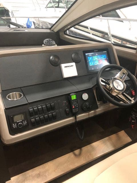 2018 Sea Ray boat for sale, model of the boat is 400 SUNDANCER & Image # 13 of 47