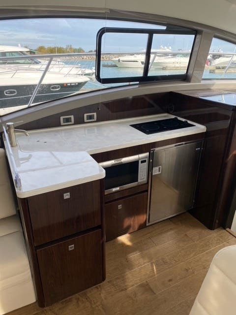 2018 Sea Ray boat for sale, model of the boat is 400 SUNDANCER & Image # 26 of 47