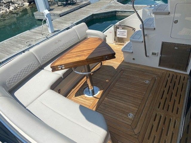 2018 Sea Ray boat for sale, model of the boat is L550FLY & Image # 7 of 41