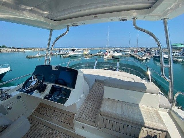 2018 Sea Ray boat for sale, model of the boat is L550FLY & Image # 13 of 41