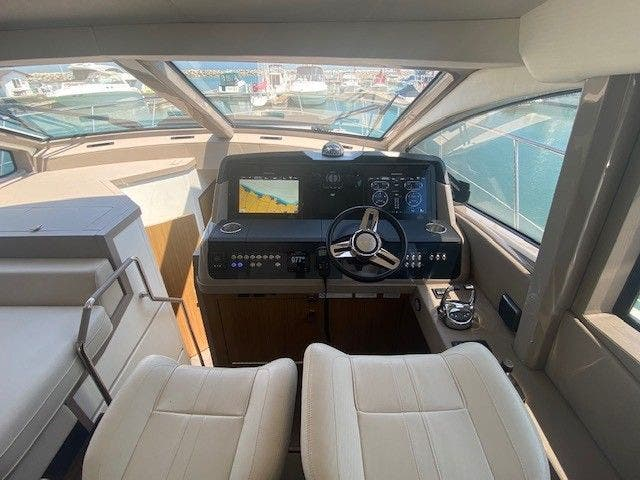 2018 Sea Ray boat for sale, model of the boat is L550FLY & Image # 25 of 41