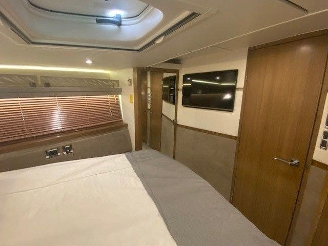 2018 Sea Ray boat for sale, model of the boat is L550FLY & Image # 30 of 41