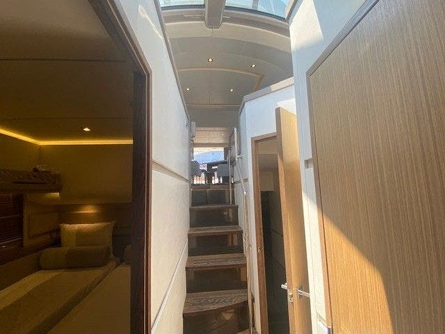 2018 Sea Ray boat for sale, model of the boat is L550FLY & Image # 34 of 41