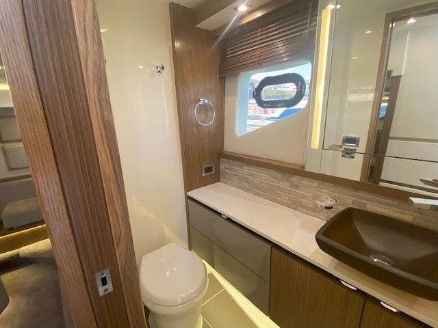 2018 Sea Ray boat for sale, model of the boat is L550FLY & Image # 37 of 41