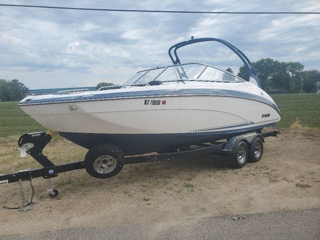 2018 Yamaha boat for sale, model of the boat is 242 LTD S & Image # 3 of 19