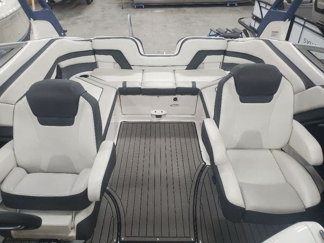 2018 Yamaha boat for sale, model of the boat is 242 LTD S & Image # 5 of 19