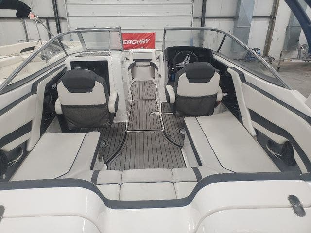2018 Yamaha boat for sale, model of the boat is 242 LTD S & Image # 6 of 19