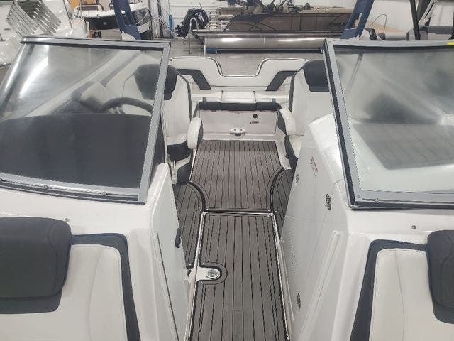 2018 Yamaha boat for sale, model of the boat is 242 LTD S & Image # 7 of 19