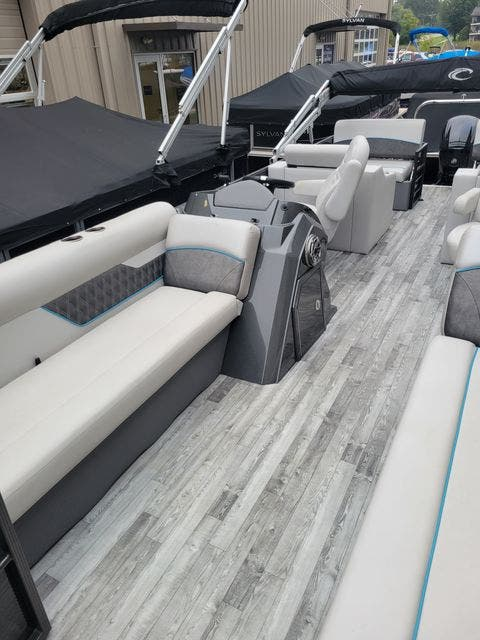2019 Crest boat for sale, model of the boat is 240SLRC & Image # 6 of 20