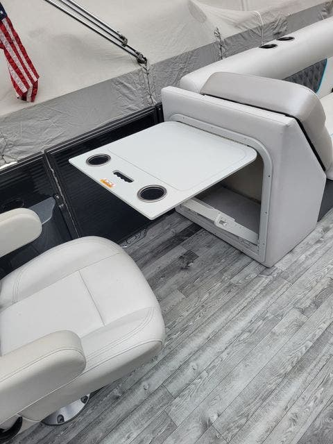 2019 Crest boat for sale, model of the boat is 240SLRC & Image # 9 of 20