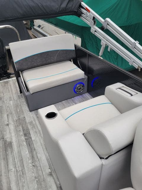 2019 Crest boat for sale, model of the boat is 240SLRC & Image # 12 of 20