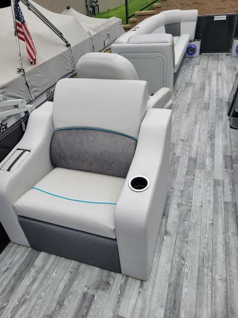 2019 Crest boat for sale, model of the boat is 240SLRC & Image # 13 of 20
