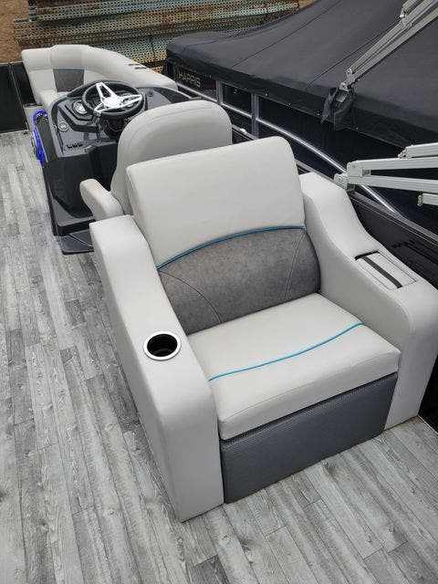 2019 Crest boat for sale, model of the boat is 240SLRC & Image # 14 of 20