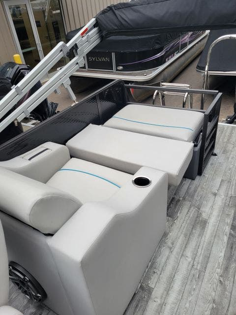 2019 Crest boat for sale, model of the boat is 240SLRC & Image # 15 of 20