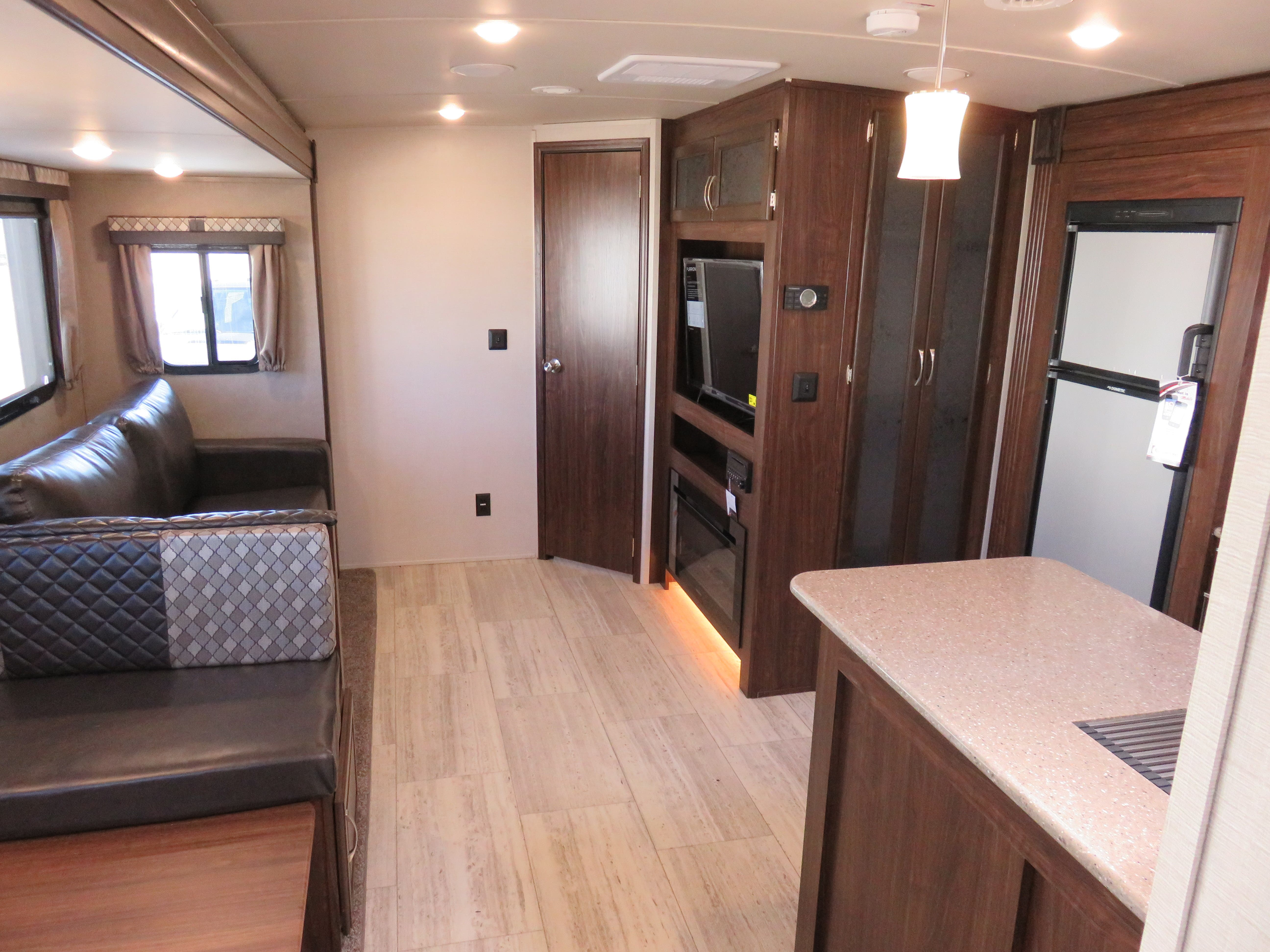 2019 Forest River Palomino Solaire 314TSBH Thumbnail