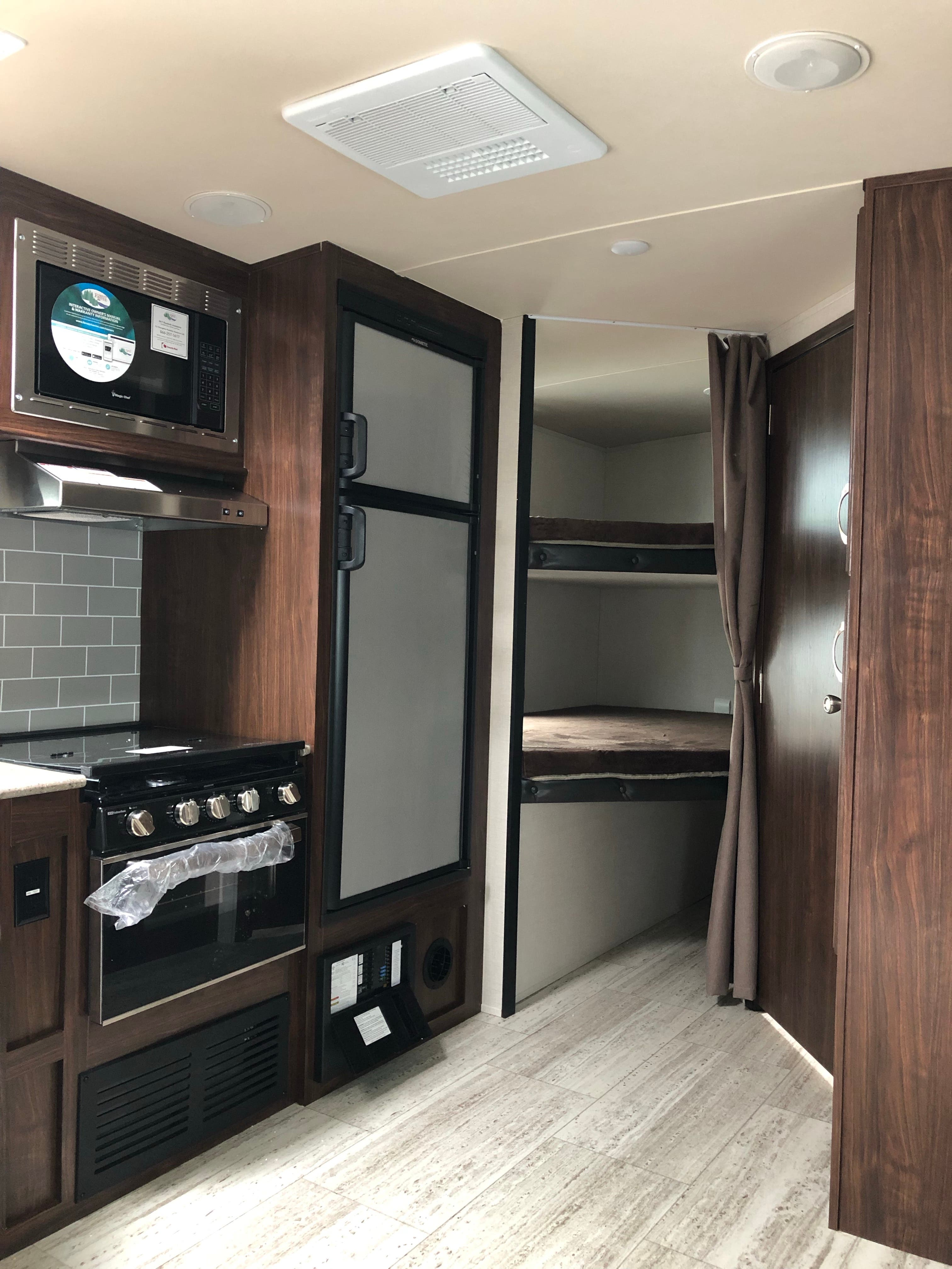 2019 Forest River Palomino SOLAIRE 240BHS Thumbnail