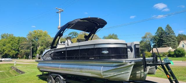 2019 Manitou boat for sale, model of the boat is 25 XPLODESRSSHP & Image # 3 of 16