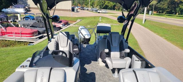2019 Manitou boat for sale, model of the boat is 25 XPLODESRSSHP & Image # 5 of 16