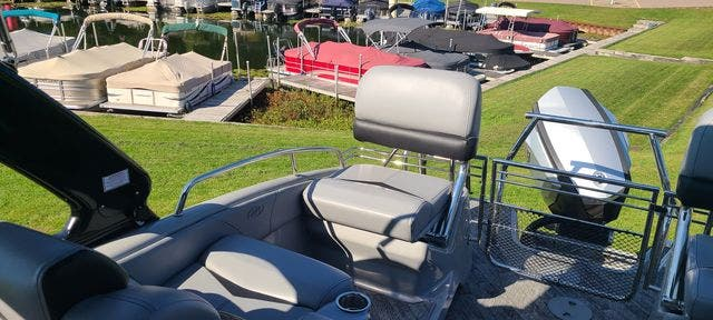 2019 Manitou boat for sale, model of the boat is 25 XPLODESRSSHP & Image # 7 of 16
