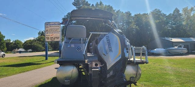 2019 Manitou boat for sale, model of the boat is 25 XPLODESRSSHP & Image # 15 of 16