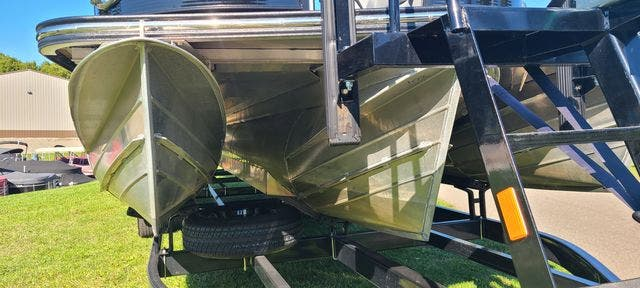 2019 Manitou boat for sale, model of the boat is 25 XPLODESRSSHP & Image # 16 of 16