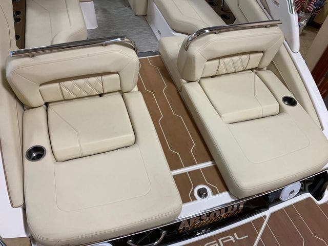 2019 Regal boat for sale, model of the boat is LS4 & Image # 5 of 20