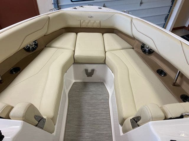 2019 Regal boat for sale, model of the boat is LS4 & Image # 12 of 20