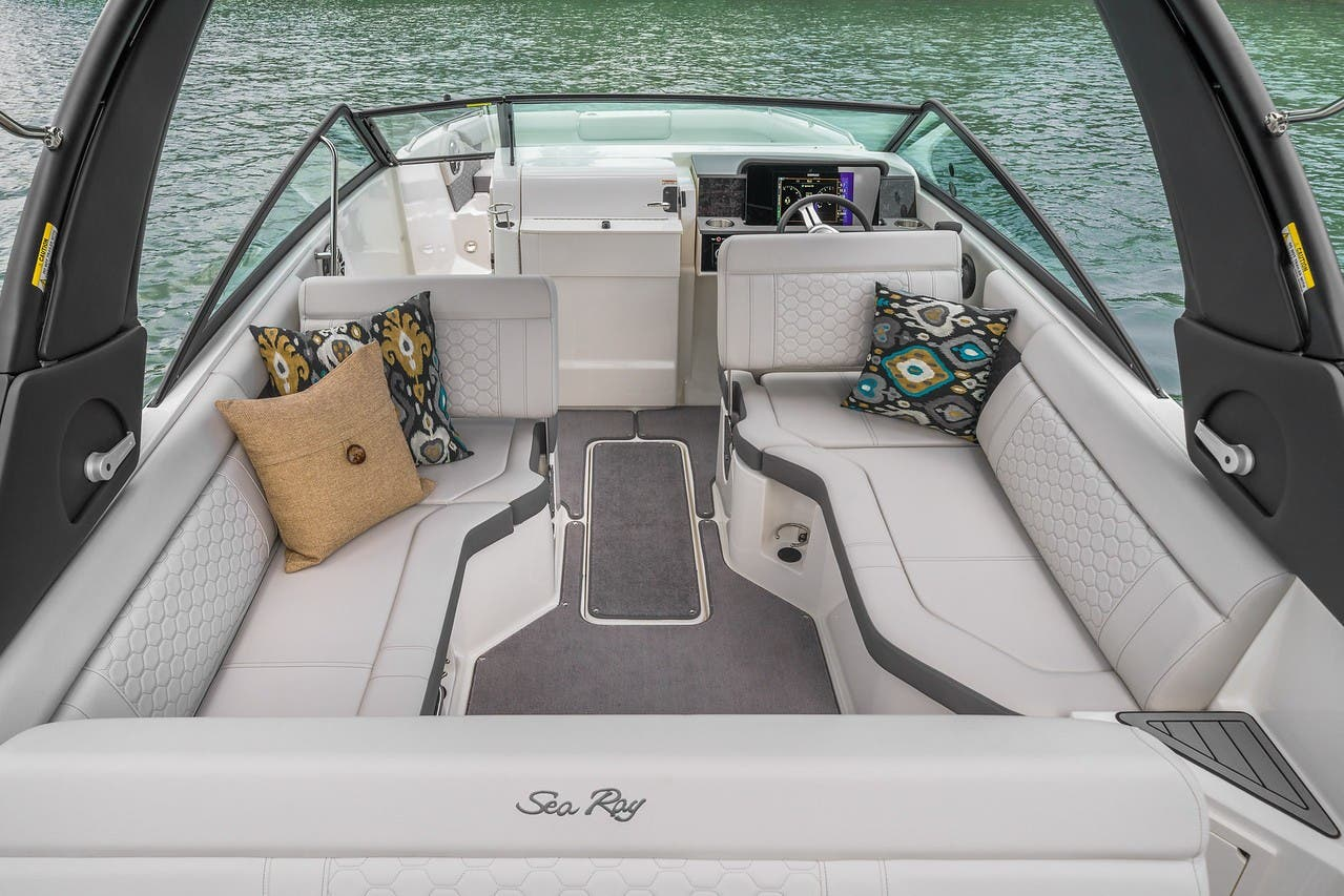 2019 Sea Ray boat for sale, model of the boat is 250SDX & Image # 4 of 10