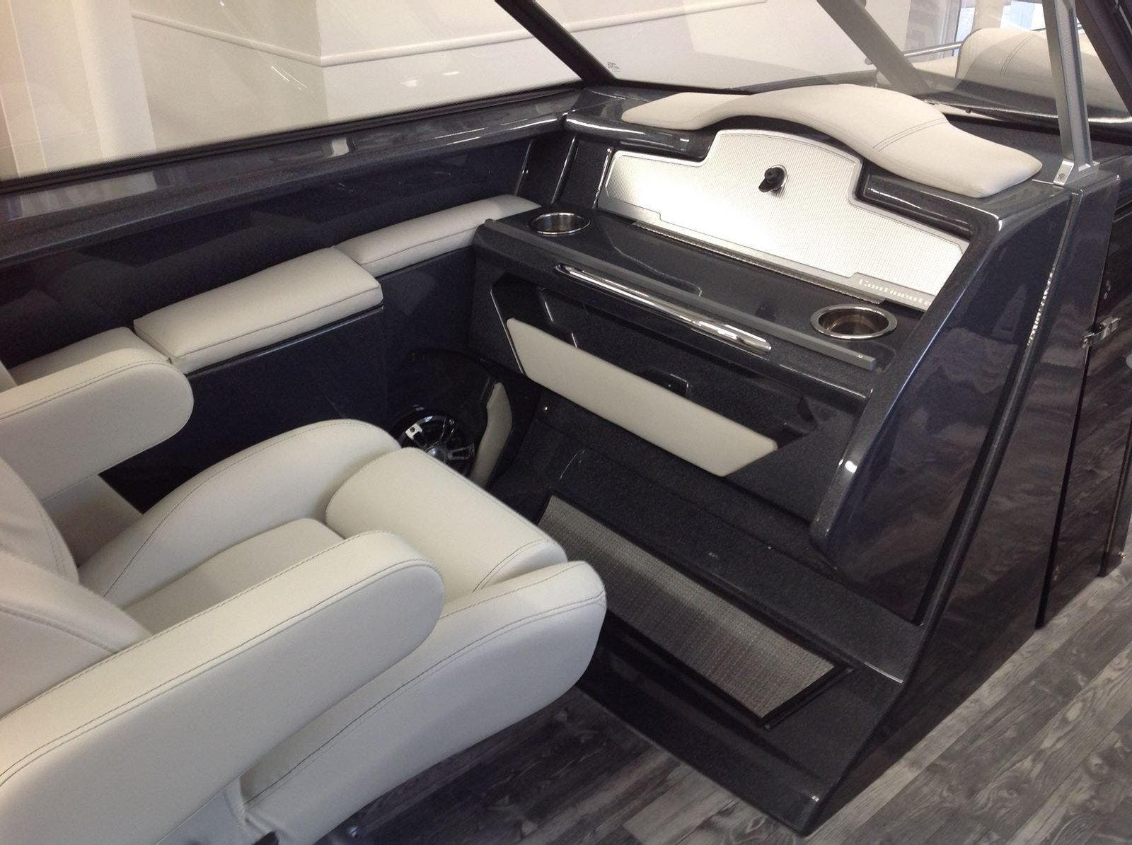 2020 Crest boat for sale, model of the boat is Continental 270sls & Image # 7 of 15